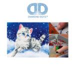 """Diamond Dotz Motiv """"Katze im Schnee"""", funkelndes Diamantbild zum Selbstgestalten ca. 28 cm x 35.5 cm groß, Malen mit Diamanten"""